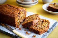 Dadel- en notenbroodcake